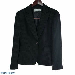 Tahari ASL size 6  Black Pin Striped Modern Blazer